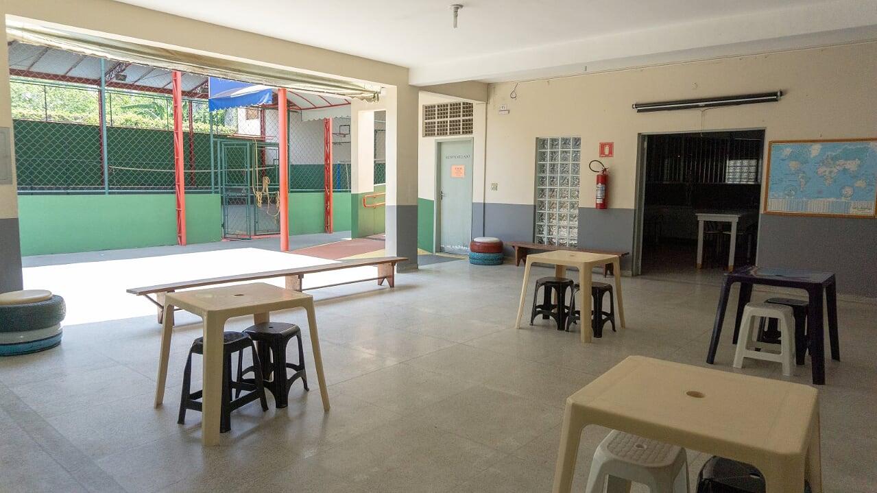 17 patio e entrada laboratório 4